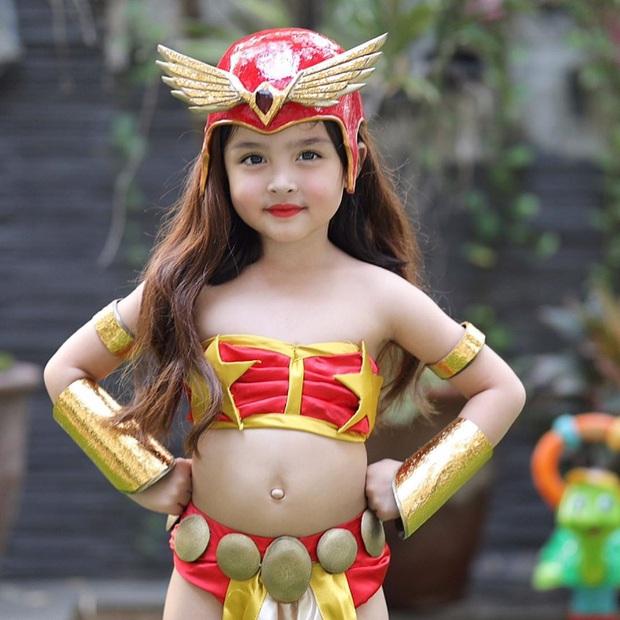 Ái nữ nhà Mỹ nhân đẹp nhất Philippines cosplay lại vai diễn để đời của mẹ, xinh cực phẩm bảo sao gây bão? - Ảnh 1.