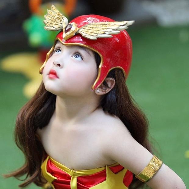 Ái nữ nhà Mỹ nhân đẹp nhất Philippines cosplay lại vai diễn để đời của mẹ, xinh cực phẩm bảo sao gây bão? - Ảnh 2.