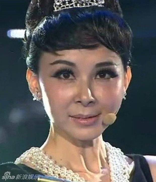 Nữ thần Cbiz hoá thân thành Audrey Hepburn: Angela Baby - Dương Mịch kiêu sa sang chảnh, kéo đến mỹ nhân cuối ai cũng hết hồn - Ảnh 17.