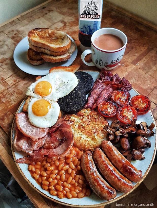 """Chắc thứ dễ viral nhất trên MXH chính là đồ ăn: bức ảnh chụp bữa sáng kiểu Anh cũng được share điên đảo với một lý do """"lãng xẹt"""" - Ảnh 2."""