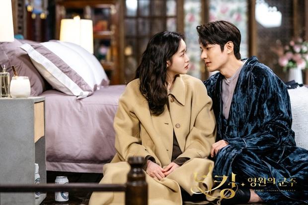 Super soi loạt hint đáng ngờ của Lee Min           Ho - Kim Go Eun: Skinship tung tóe, ngượng chín mặt, nhiều lúc tưởng phu thê - Ảnh 15.