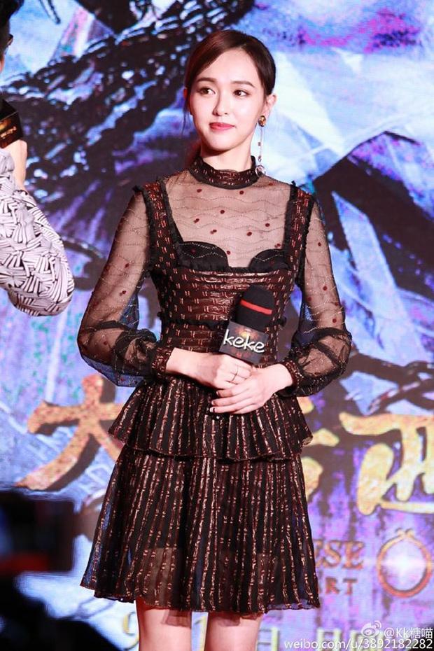 1m72 nhưng Đường Yên vẫn thua đau trước cô nàng chưa đến 1m60: Taeyeon đảo ngược tình thế chỉ nhờ bỏ đi một chi tiết - Ảnh 1.