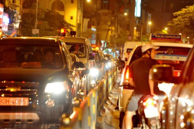 Bộ GTVT đề xuất người tham gia giao thông phải bật đèn cả ngày để... giảm tai nạn - Ảnh 1.