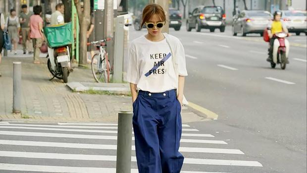 Nhìn dàn sao trong phim Hàn mà học được bao cách lên đồ với áo thun trắng, diện lên vừa mát lại vừa xịn - Ảnh 1.
