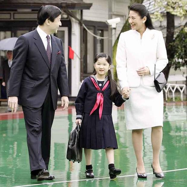 Hoàng hậu Masako - người mẹ từng vượt qua căn bệnh trầm cảm, dùng kỷ luật thép để dạy con sống như thường dân, không có đặc quyền dù là công chúa - Ảnh 12.