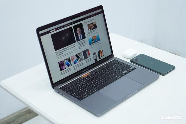 Cận cảnh MacBook Pro 13 2020 tại Việt Nam: Bàn phím Magic Keyboard mới, kích thước tương đương bản 2019, giá vẫn khá chát - Ảnh 15.