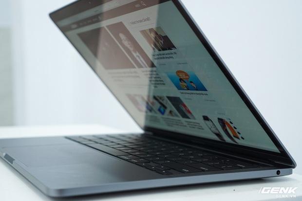 Cận cảnh MacBook Pro 13 2020 tại Việt Nam: Bàn phím Magic Keyboard mới, kích thước tương đương bản 2019, giá vẫn khá chát - Ảnh 17.