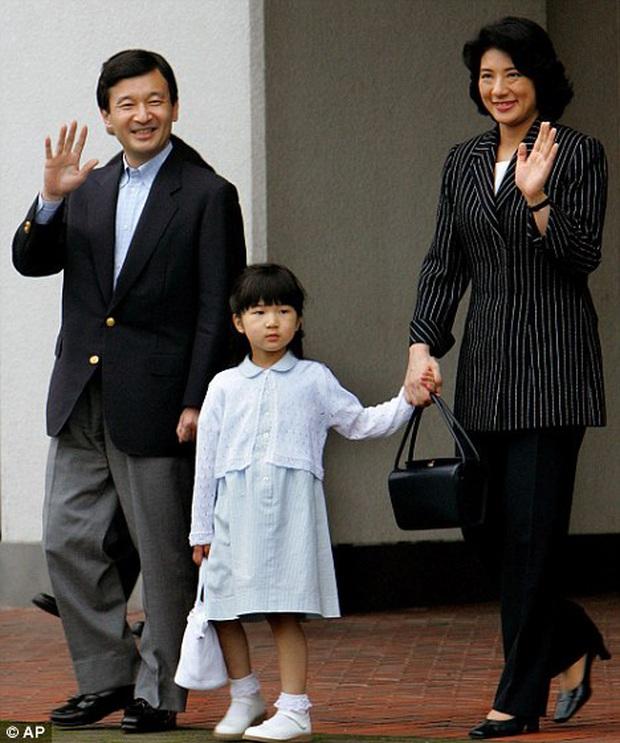 Hoàng hậu Masako - người mẹ từng vượt qua căn bệnh trầm cảm, dùng kỷ luật thép để dạy con sống như thường dân, không có đặc quyền dù là công chúa - Ảnh 17.