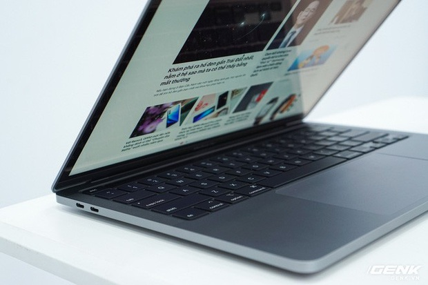 Cận cảnh MacBook Pro 13 2020 tại Việt Nam: Bàn phím Magic Keyboard mới, kích thước tương đương bản 2019, giá vẫn khá chát - Ảnh 18.