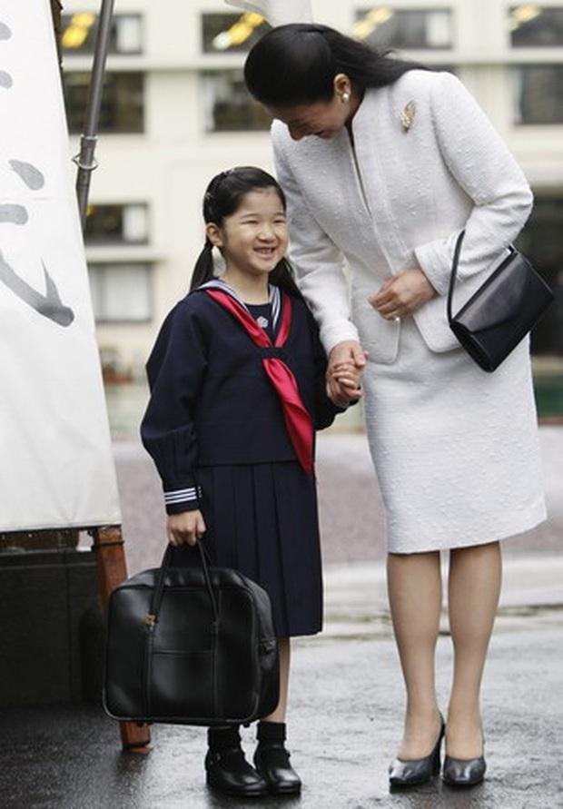 Hoàng hậu Masako - người mẹ từng vượt qua căn bệnh trầm cảm, dùng kỷ luật thép để dạy con sống như thường dân, không có đặc quyền dù là công chúa - Ảnh 18.