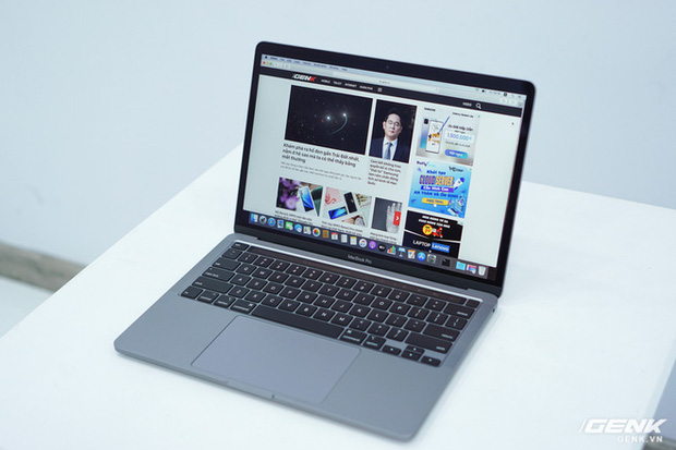 Cận cảnh MacBook Pro 13 2020 tại Việt Nam: Bàn phím Magic Keyboard mới, kích thước tương đương bản 2019, giá vẫn khá chát - Ảnh 19.