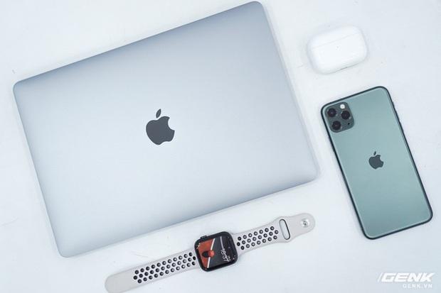 Cận cảnh MacBook Pro 13 2020 tại Việt Nam: Bàn phím Magic Keyboard mới, kích thước tương đương bản 2019, giá vẫn khá chát - Ảnh 4.