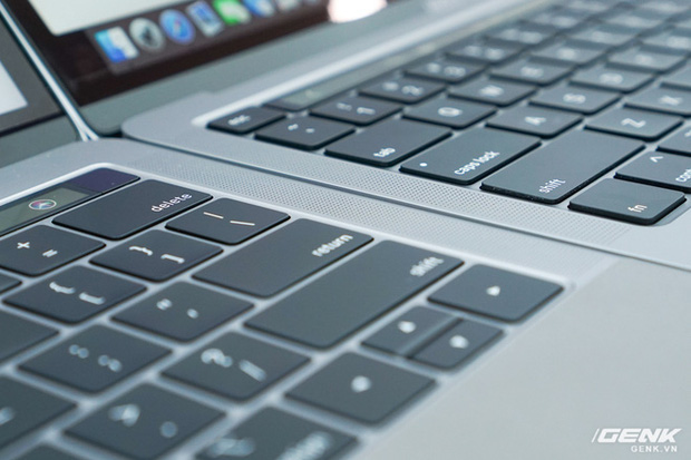Cận cảnh MacBook Pro 13 2020 tại Việt Nam: Bàn phím Magic Keyboard mới, kích thước tương đương bản 2019, giá vẫn khá chát - Ảnh 6.