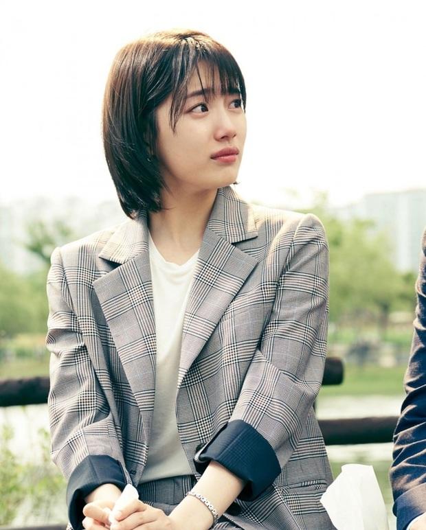 Nhìn dàn sao trong phim Hàn mà học được bao cách lên đồ với áo thun trắng, diện lên vừa mát lại vừa xịn - Ảnh 7.