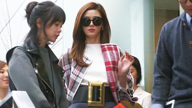 Nhìn dàn sao trong phim Hàn mà học được bao cách lên đồ với áo thun trắng, diện lên vừa mát lại vừa xịn - Ảnh 8.
