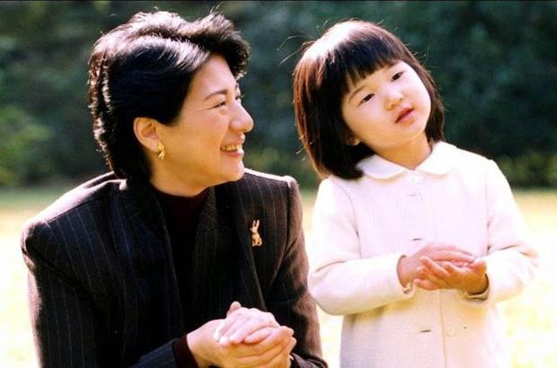 Hoàng hậu Masako - người mẹ từng vượt qua căn bệnh trầm cảm, dùng kỷ luật thép để dạy con sống như thường dân, không có đặc quyền dù là công chúa - Ảnh 9.