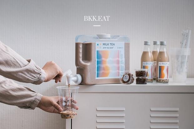 """Chuỗi cửa hàng nọ tung phiên bản """"trà sữa ATM"""" để tạo dấu ấn thời thượng nhưng nhìn ngược xuôi vẫn thấy giống… bịch nước xả vải hơn - Ảnh 4."""