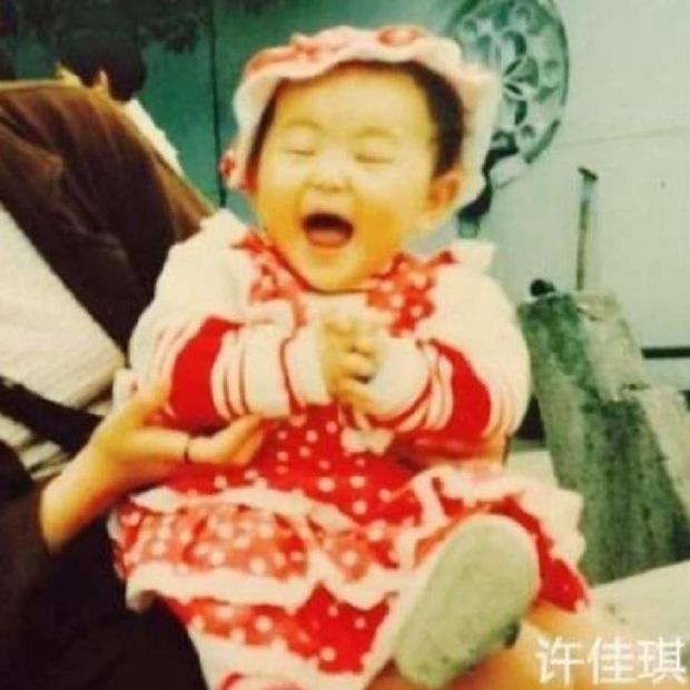 THE9 đồng loạt khoe ảnh ngày bé: Ngu Thư Hân leo top Weibo, Khổng Tuyết Nhi xinh từ trong trứng, khó nhận ra nhất là center - Ảnh 5.