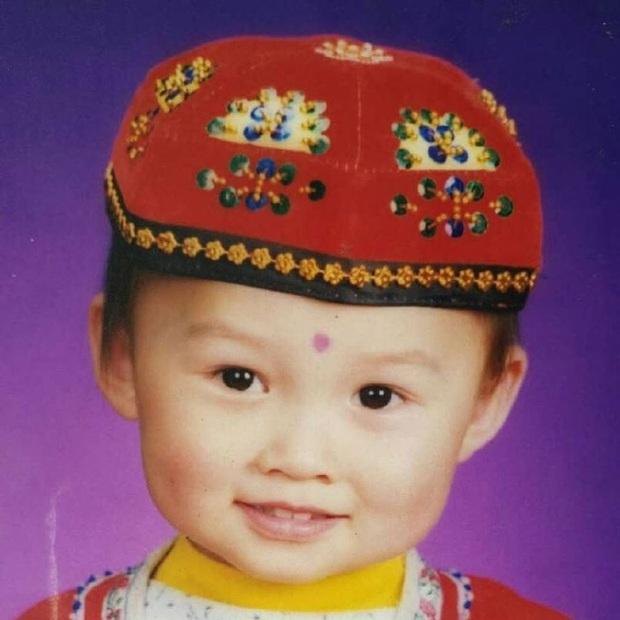 THE9 đồng loạt khoe ảnh ngày bé: Ngu Thư Hân leo top Weibo, Khổng Tuyết Nhi xinh từ trong trứng, khó nhận ra nhất là center - Ảnh 4.