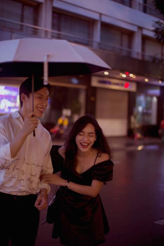 Alan Phạm - Vũ Thanh Quỳnh tung bộ hình cực lãng mạn dưới mưa: Ai nói yêu xa khó lắm? - Ảnh 2.