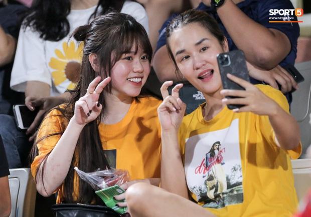 HLV Park Hang-seo nhâm nhi cà phê sữa đá, cười khoái chí với pha bỏ lỡ khó tin của tuyển thủ Việt Nam - Ảnh 7.