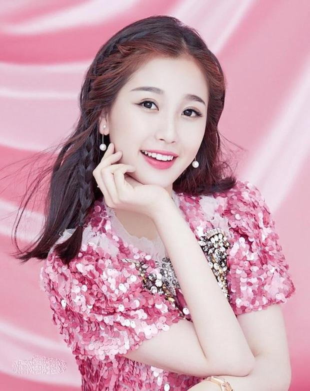 Loạt bằng chứng tố Ngu Thư Hân và 1 idol nữ từng là fan cuồng: Làm lộ phòng khách sạn Lee Min Ho đến bị Sehun chặn đẹp - Ảnh 2.
