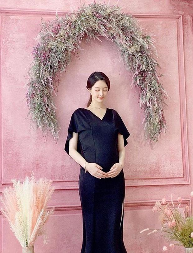 Cựu thành viên bị bắt nạt của T-ara đã hạ sinh con trai đầu lòng, cảnh ông xã soái như tài tử chăm con chiếm spotlight - Ảnh 9.