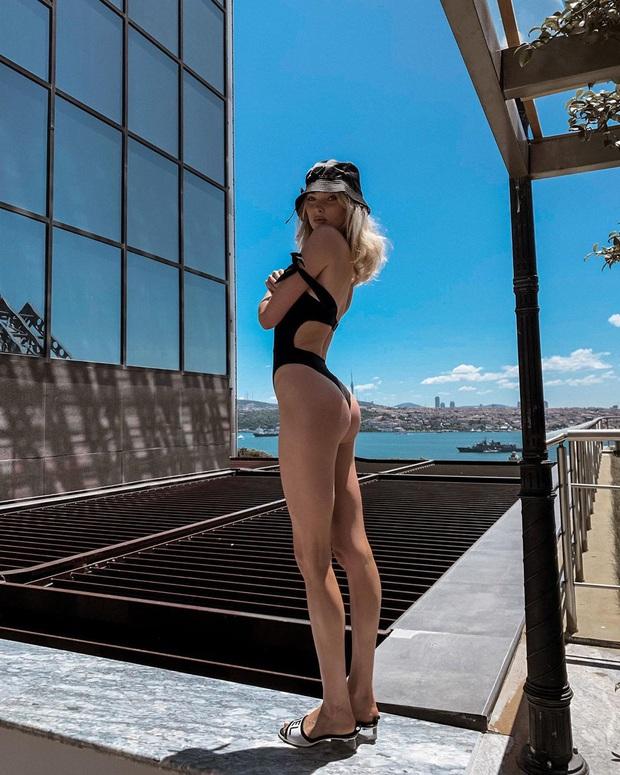 Sao diện bikini Hè 2020: Kylie lên đồ lần nào ná thở lần đó nhưng chưa là gì với pha khoe chân ngực siêu bạo của Bella Hadid - Ảnh 15.