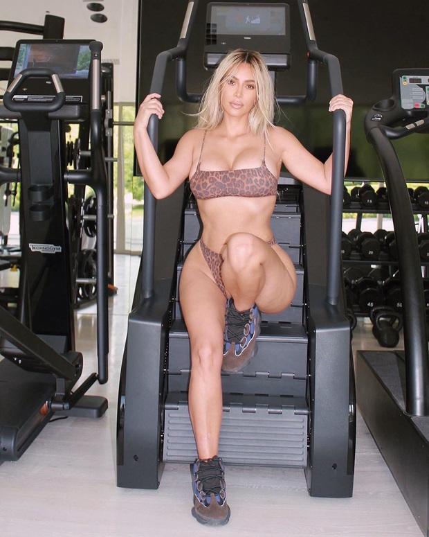 Sao diện bikini Hè 2020: Kylie lên đồ lần nào ná thở lần đó nhưng chưa là gì với pha khoe chân ngực siêu bạo của Bella Hadid - Ảnh 14.