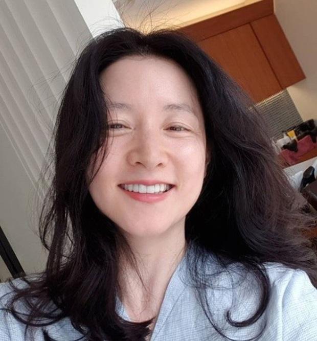 Hiếm ai được như Nàng Dae Jang Geum: Lần đầu để mặt mộc 100%, lộ dấu vết lão hóa nhưng Knet lại phản ứng bất ngờ - Ảnh 2.