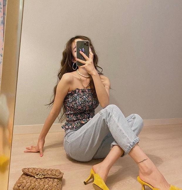Quần jeans xanh sáng thống trị mùa hè và 14 tuyệt kỹ phối đồ chuẩn giúp bạn lên đời phong cách - Ảnh 9.