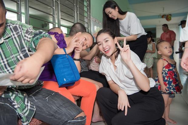 Tiểu Vy, Lương Thuỳ Linh cùng dàn Á hậu chung tay tặng quà cho trẻ em khuyết tật, mồ côi nhân ngày Tết thiếu nhi - Ảnh 8.
