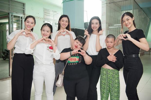 Tiểu Vy, Lương Thuỳ Linh cùng dàn Á hậu chung tay tặng quà cho trẻ em khuyết tật, mồ côi nhân ngày Tết thiếu nhi - Ảnh 5.