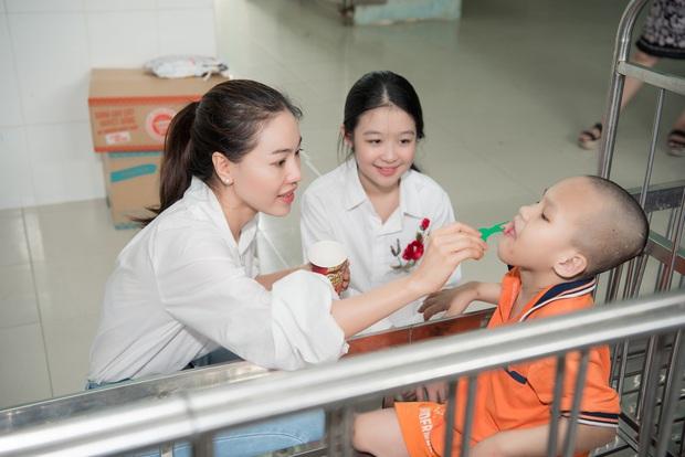 Tiểu Vy, Lương Thuỳ Linh cùng dàn Á hậu chung tay tặng quà cho trẻ em khuyết tật, mồ côi nhân ngày Tết thiếu nhi - Ảnh 6.