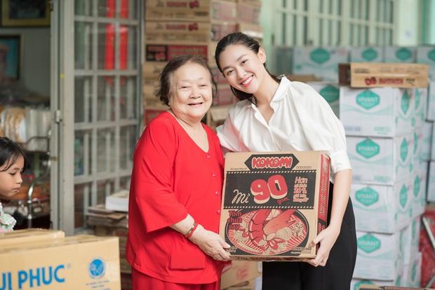 Tiểu Vy, Lương Thuỳ Linh cùng dàn Á hậu chung tay tặng quà cho trẻ em khuyết tật, mồ côi nhân ngày Tết thiếu nhi - Ảnh 4.