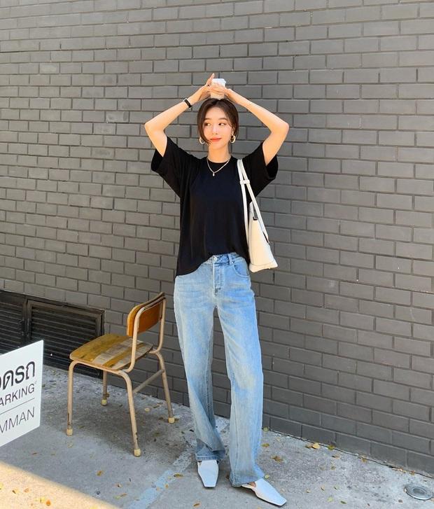 Quần jeans xanh sáng thống trị mùa hè và 14 tuyệt kỹ phối đồ chuẩn giúp bạn lên đời phong cách - Ảnh 5.
