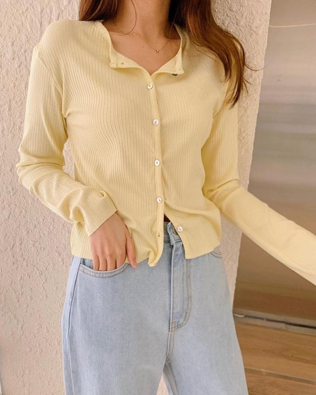 Quần jeans xanh sáng thống trị mùa hè và 14 tuyệt kỹ phối đồ chuẩn giúp bạn lên đời phong cách - Ảnh 7.