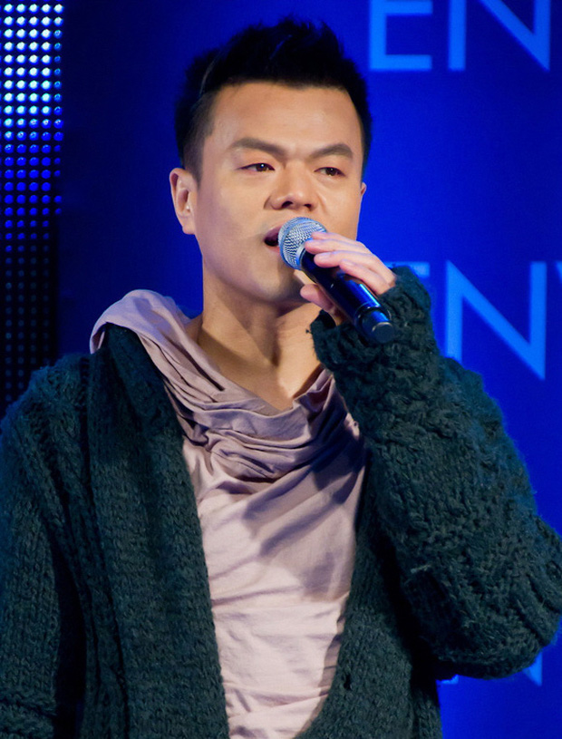 9 idol từng bị SM từ chối: Từ chủ tịch JYP cho đến IU, Hứa Giai Kỳ của TXCB 2 thi trượt cũng không bất ngờ bằng một vocal tài năng bị từ chối đến 15 lần - Ảnh 1.