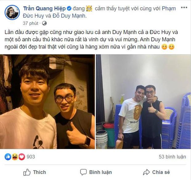 ProE check-in cùng 2 fan cứng của tuyển U23 Việt Nam, ngay lập tức đã bị hoàng tử Đức Huy bắt lỗi cực gắt - Ảnh 1.