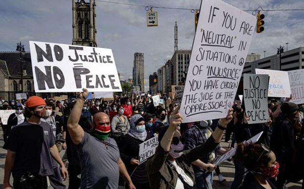 Biểu tình bạo lực lan rộng, hơn 40 thành phố ở Mỹ giới nghiêm - Ảnh 1.
