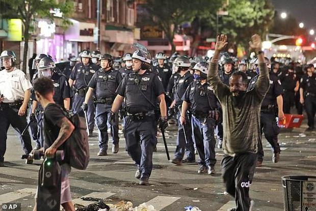 Con gái Thị trưởng New York bị bắt khi đi biểu tình - Ảnh 2.