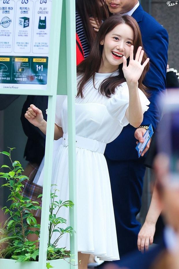 Bọng mắt to nhưng chẳng buồn giấu mà còn makeup cho nổi bật, Yoona vẫn được khen xinh hết nút chứ chẳng ai chê bai gì - Ảnh 3.