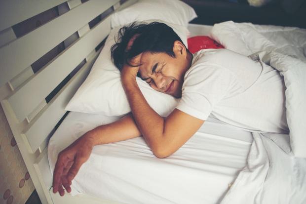 Tại sao lạ chỗ thường khó ngủ? - Ảnh 3.