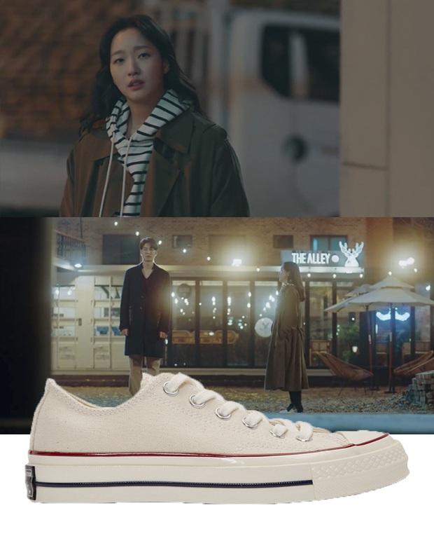 Quân Vương Bất Diệt có xịt thì dân tình vẫn mãn nhãn trước bộ sưu tập sneaker bình dân đi vào lịch sử của Kim Go Eun - Ảnh 3.