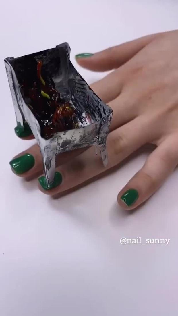 Chán kiểu móng tay đẹp quyến rũ, cặp chị em thợ làm nail sáng tạo ra bộ móng nguy hiểm, nhìn thôi cũng đủ sợ - Ảnh 3.