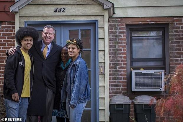 Con gái Thị trưởng New York bị bắt khi đi biểu tình - Ảnh 4.