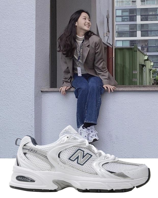 Quân Vương Bất Diệt có xịt thì dân tình vẫn mãn nhãn trước bộ sưu tập sneaker bình dân đi vào lịch sử của Kim Go Eun - Ảnh 8.