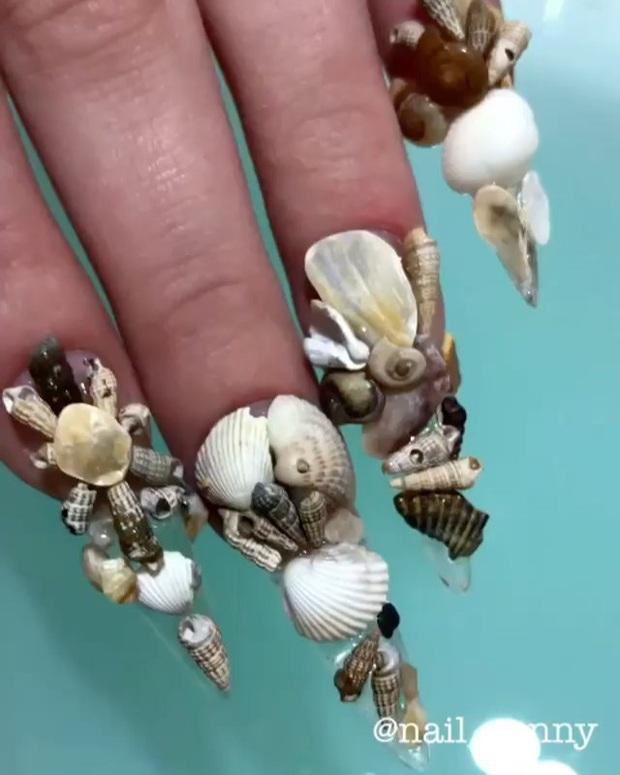 Chán kiểu móng tay đẹp quyến rũ, cặp chị em thợ làm nail sáng tạo ra bộ móng nguy hiểm, nhìn thôi cũng đủ sợ - Ảnh 9.