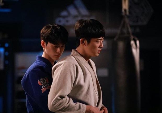 Web drama đam mỹ đầu tiên của Hàn Quốc sốt xình xịch vì cặp đôi cậu chủ - vệ sĩ quá tình tứ - Ảnh 6.