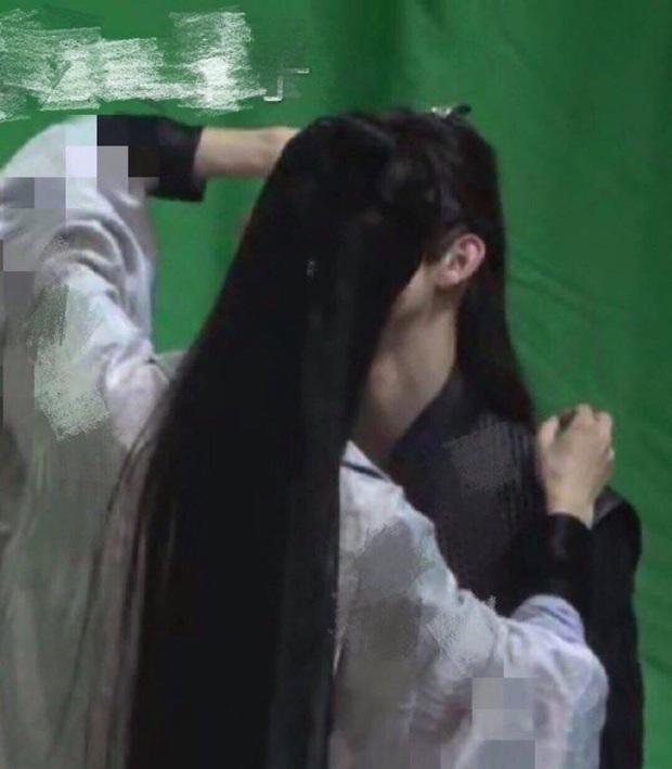 La Vân Hi và Trần Phi Vũ lộ ảnh hậu trường nhạy cảm ở Hạo Y Hành, thoáng nhìn cứ tưởng đang... hôn nhau? - Ảnh 2.